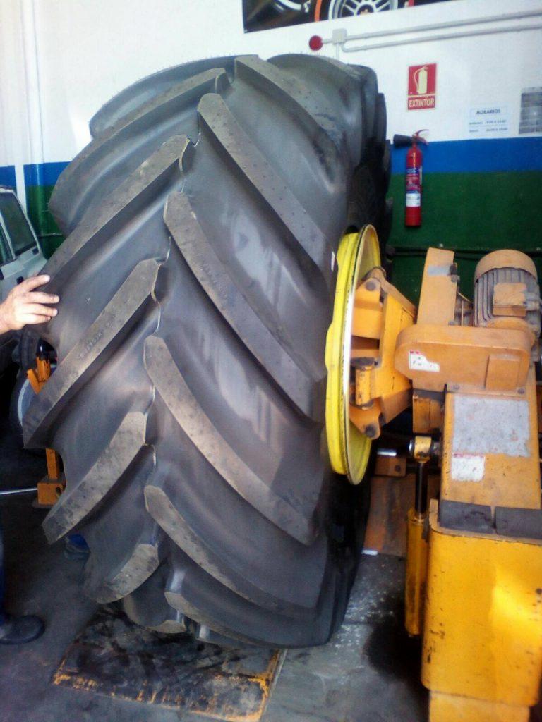 Neumáticos agrícolas y de camión en Sevilla